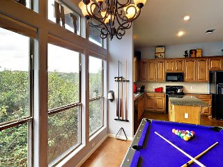 3BR w/ Deck, Near Lake Travis – Pool Table & Grill