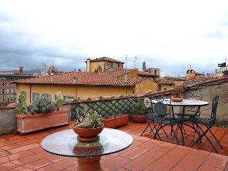 Spirito Fiorentino apartment in Oltrarno {#has_lu…