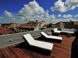 Chiado Sol apartment in Bairro Alto {#has_luxurio…