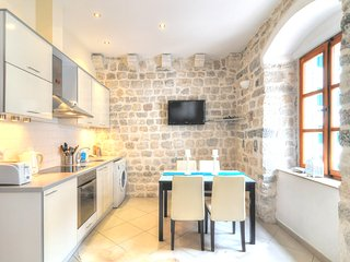 La Dolce Vita ⅠⅠ - Old Town Kotor Luxury Apartment