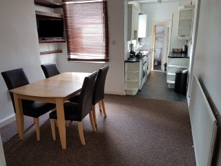 Park View, Wolverhampton - Beautiful House For Up To 8 Guests!