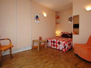 Petit Veron apartment in 18eme - Montmartre {#has…