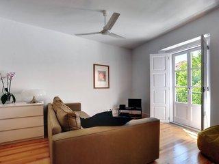 Sé de Lisboa II apartment in Alfama {#has_luxurio…