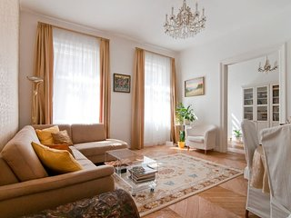 Centrally located beautiful 3 room apartment