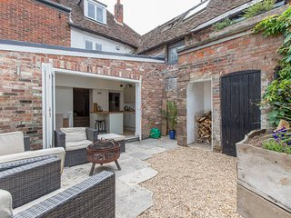 Beautiful listed town house in the centre of Chichester near Goodwood