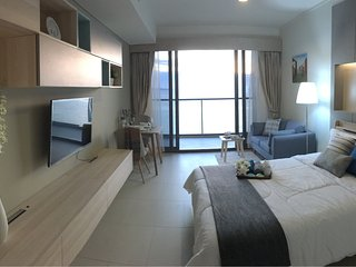 Full Seaview and beachfront Zire Wongamat Pattaya, Studio room by AJ