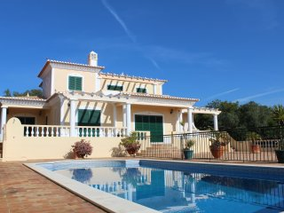 Quatro Ventos, Luxury Villa, 3 Bedroom, Extensive Gardens & Pool.
