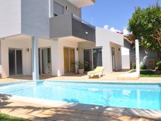 Bright and attractive private pool villa