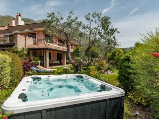 Great villa sea view, garden, jacuzzi