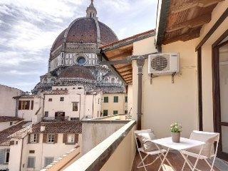 Balcone Vista Duomo apartment in Duomo {#has_luxu…
