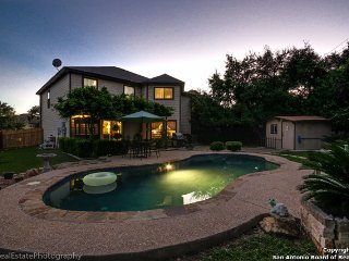 Bed & Breakfast. Pool. We stay in one room, You have the rest of home 2500SF, San Antonio