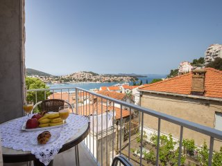 Apartment Moj Galebe - Two Bedroom Apartment with Balcony and Sea View