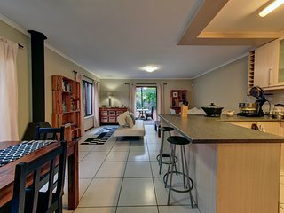 'Suburban Oasis.' 2 Bedroom, Self catering home, Claremont, Cape Town,