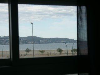Apartamento nuevo, 2 habitaciones, primeral linea de mar, Empuriabrava