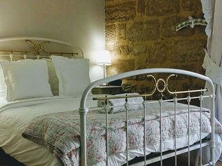 Authentic Historical Apartment for two, Perigueux