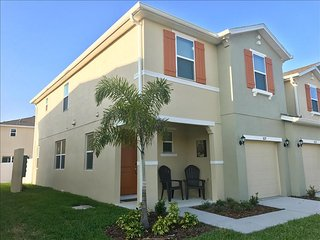 5127 Family Friendly 4 Bedroom close to Disney in Orlando Area, Kissimmee