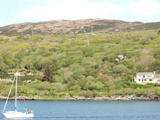 Derryinver House - Spectacular views, Walking distance to Beach & Clifden Town.