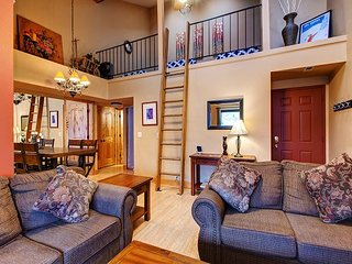 2BR Rustic-Chic Condo in Powderwood Resort – Mountain Views!
