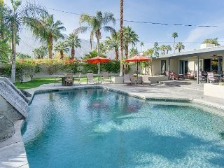 Classic Palm Springs House with Mountain-View Pool