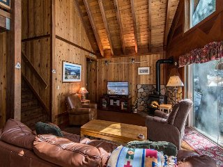 Chalet-Style 3BR PaPa's Place: Close to Donner Lake!, Truckee