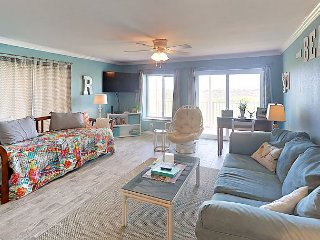 Newly-Renovated 1BR Condo w/ Gulf View & Pool