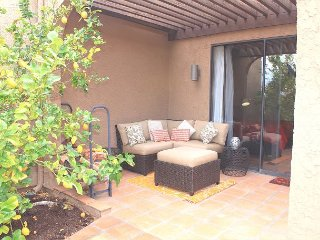 Remodeled 2BR/2BA Patio Home in Rams Hill Community with Mountain Views