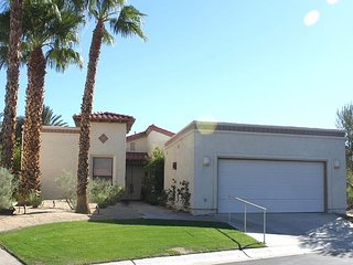 Desert Shadows: 3BR, 2.5BA House with Mountain Views at de Anza