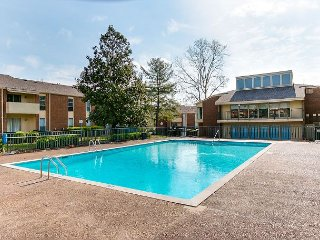 Riverside Nashville 3 Bedroom Condo with Pool – Minutes from Downtown