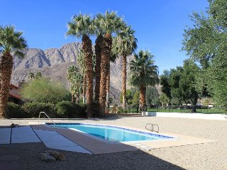 Mesa DeAnza: 2BR, 2.5BA deAnza Golf Course & Mid-Century Home with Pool