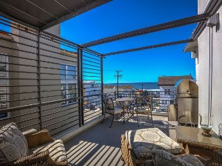 Stunning 3BR w/ Waterfall & Chef's Kitchen – 1 Block to Beach & The Strand
