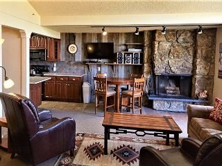 Ski-In, Ski-Out Cozy Snowmass at Lichenhearth with Fireplace and Hot Tubs