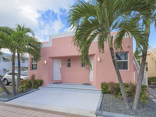Limescape at Art Deco Beach Bungalows - 1 Block to Hollywood Beach Broadwalk!