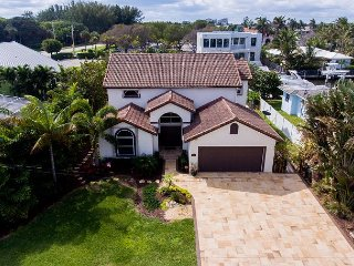 Harbor-Side 3BR, 3.5BA Delray Beach Home w/ Pool, Kayaks & Gourmet Kitchen