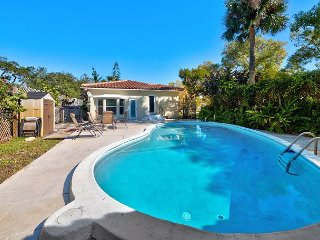 3BR, 2BA Lantana Beach House with Pool – Near Downtown & Airport