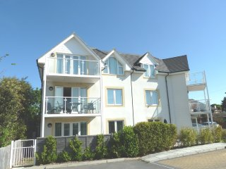 BOURNECOAST: PANORAMIC SEA VIEWS AND BALCONY - FM2775