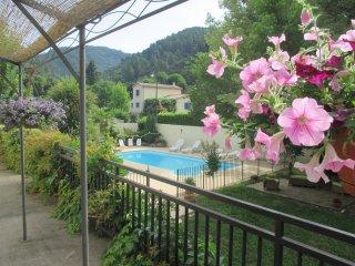 Gite rural 6 pers en Cevennes avec piscine commune (en saison) et salle de jeux.