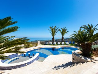 Villa Kalliston - Overlooking Rethymno city with Full Privacy & Rich Facilities