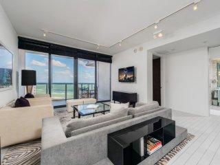 W Hotel Private Residence 1+Den Beachfront 1415
