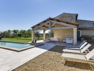 Mas provençal avec piscine au pied du massif du Lu