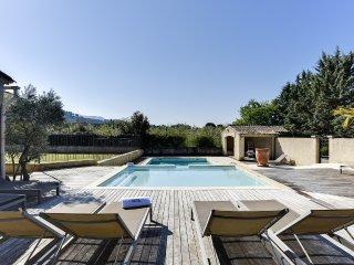 Bastide provencale avec double piscine