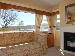 Warm caravan retreat, gas central heating, TV, ensuite to master with sea views., Broadford
