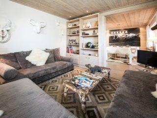 Uber-Chic Slopeside Apartment - 3 Bedrooms, Meribel