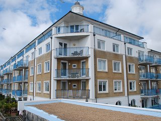 South facing, harbour views, balcony and FREE parking in Brighton Marina