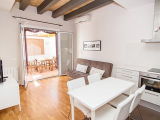 Adorable apartment in the center, with AC, WiFi and a nice terrace in Sitges.
