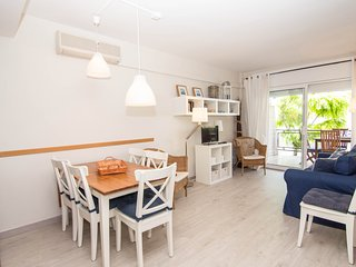 Bright apartment in a residential area close to the center of Sitges.