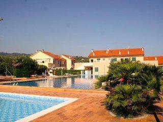 Holidayblumenriviera-Sole mediterraneo, moderne FeWo mit 2 Pools und Tennisplatz