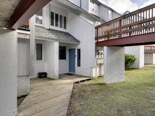 Condo w/ deck, ski shuttle & shared pools, hot tub, tennis, saunas & gym!