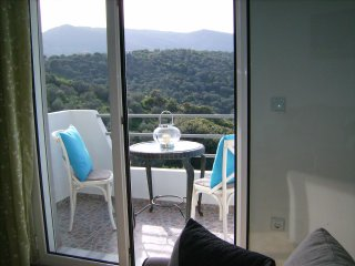 VILLA LIA-APARTMENT 2 - POOL ACCESS, Kalivia