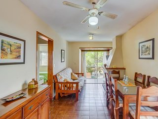 Comfortable, dog-friendly condo w/ traditional feel - walk to the beach!