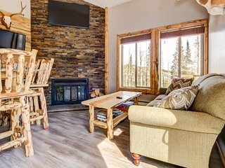Rustic, dog-friendly mountain getaway w/shared pool, sauna, & more!